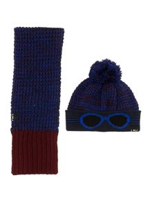 Baby boys set of knitted hat and scarf