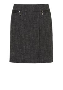 Woven skirt with pleat
