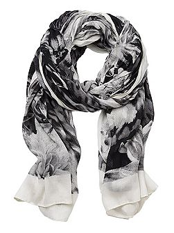 Long scarf with floral print