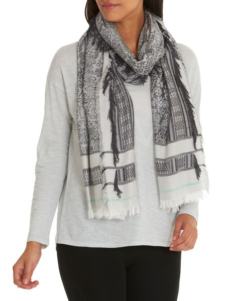 Betty & Co. Woven scarf with fringes