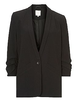 Crêpe tailored jacket.