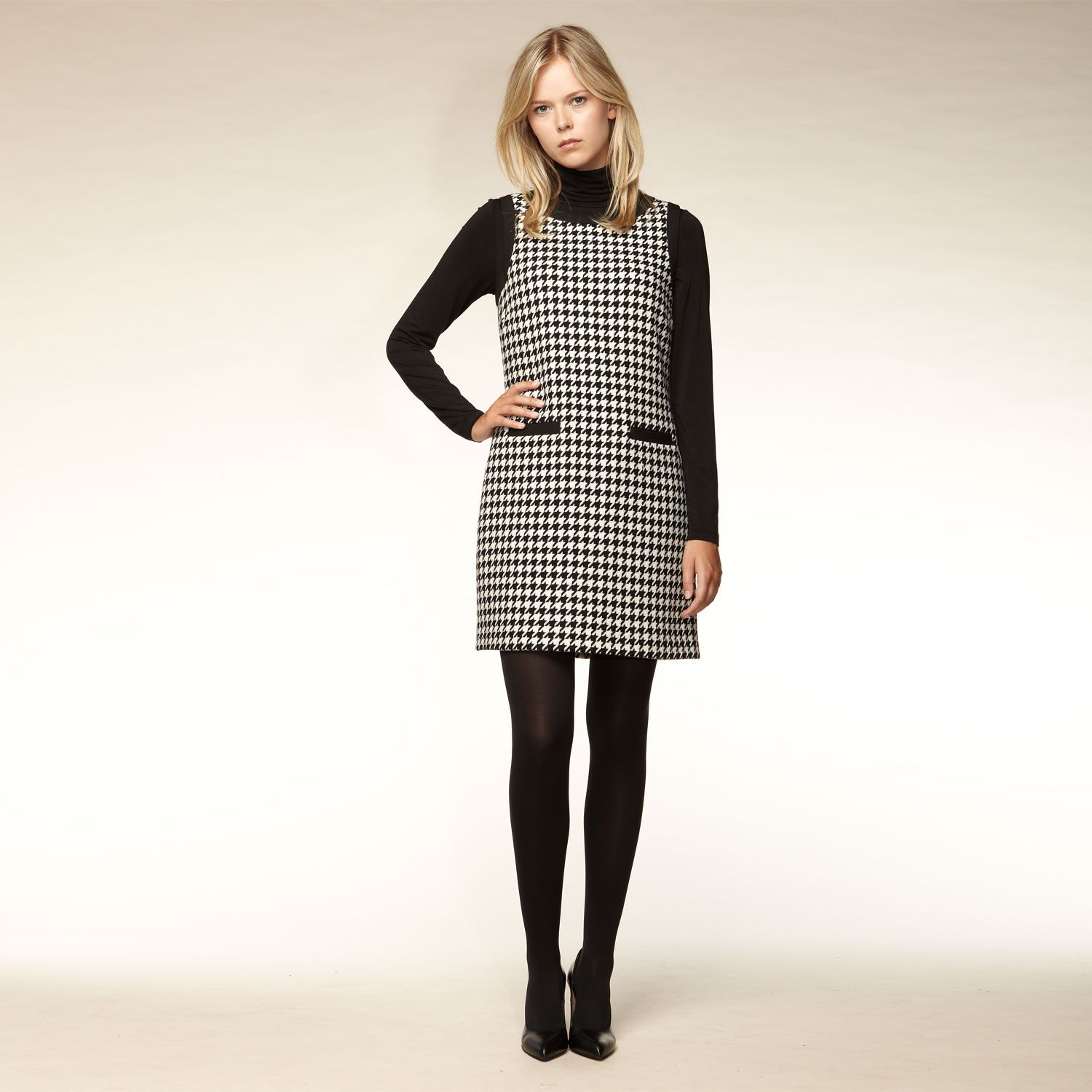 Sleeveless knitted houndstooth dress