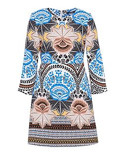 Three-quarter sleeve print dress
