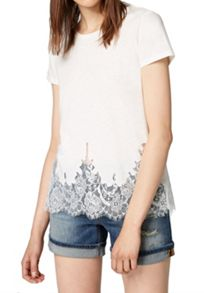 Hallhuber T-shirt with lace hem