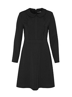 Rounded collar dress with scalloped edge