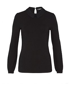 Long sleeve with pleated collar