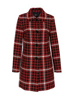 Retro-inspired houndstooth coat