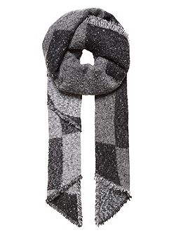 Winter scarf with graphic patterning
