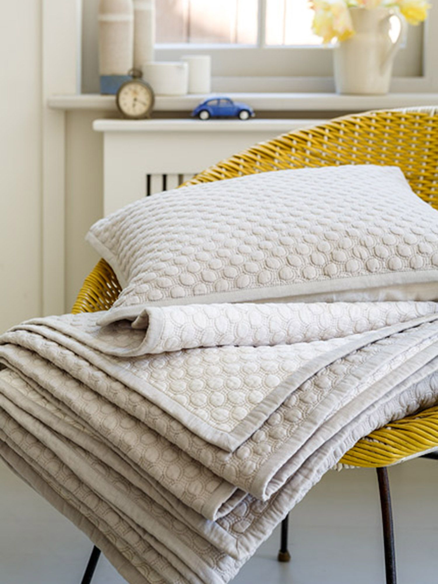 Loops throw linen