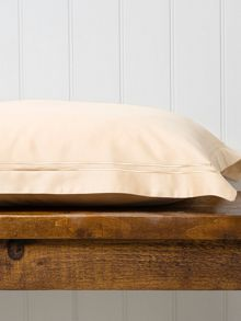 Satin stitch double fitted sheet gold