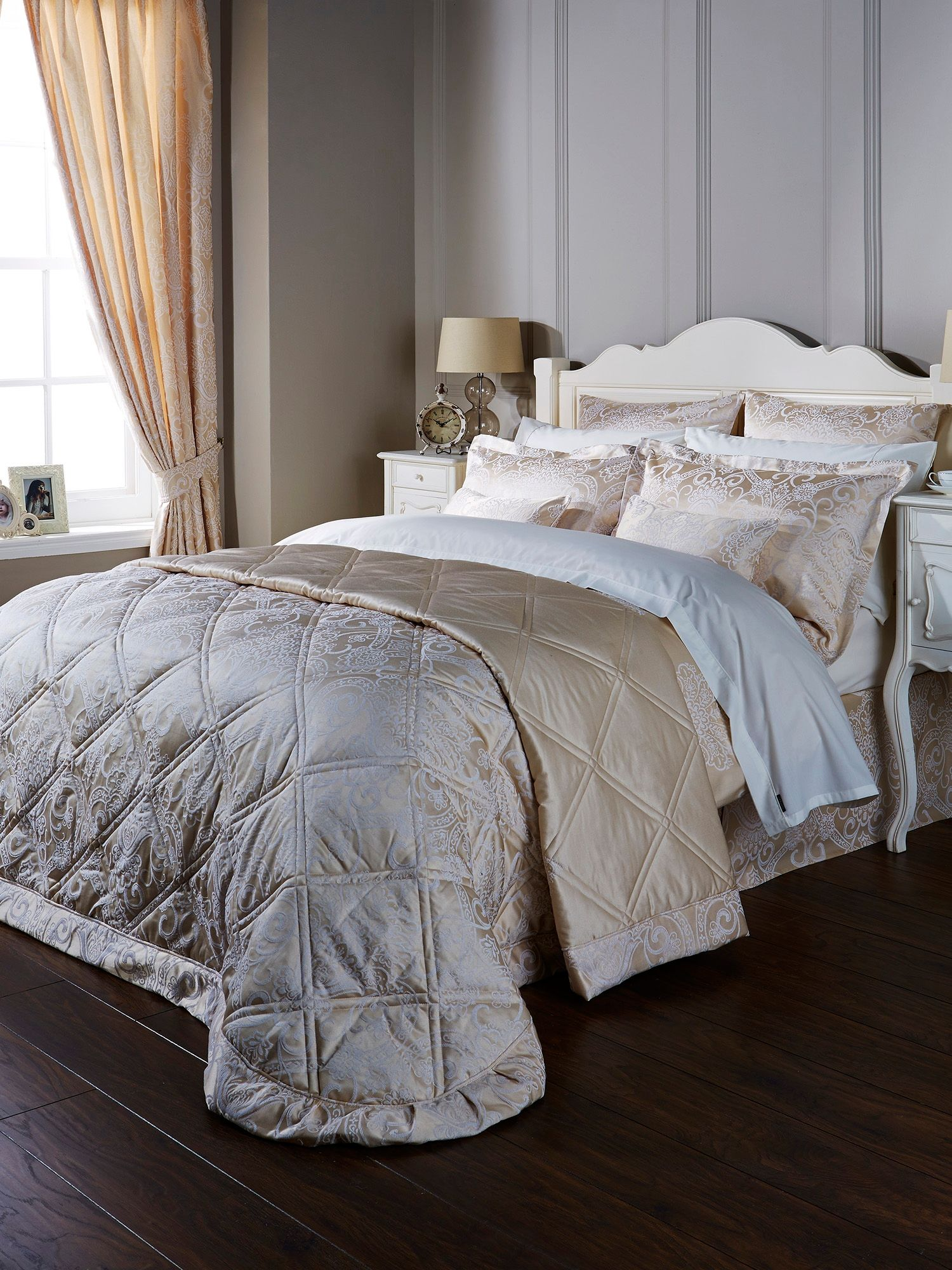 Tiverton Bedspread King Gold