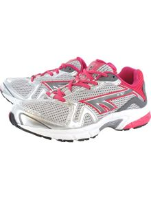 R157 running shoes