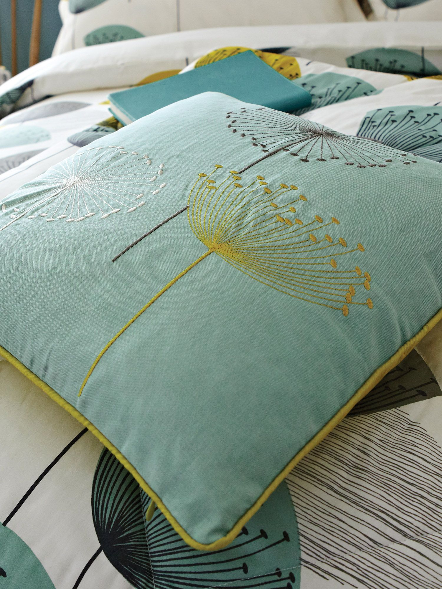 Dandelion clocks chaffinch cushions 40 x 40 cm