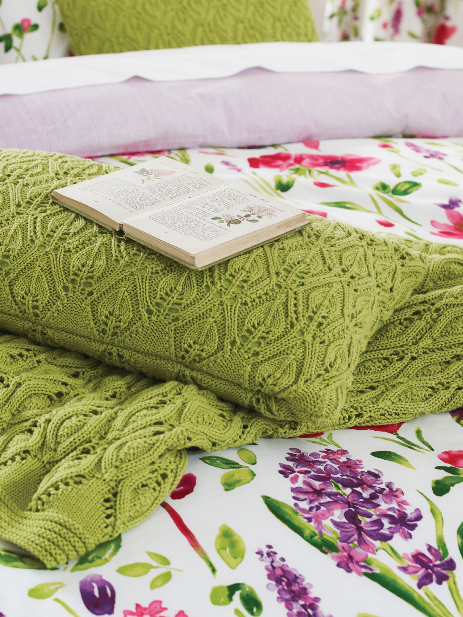 Spring flowers knitted throw 150x200cm green