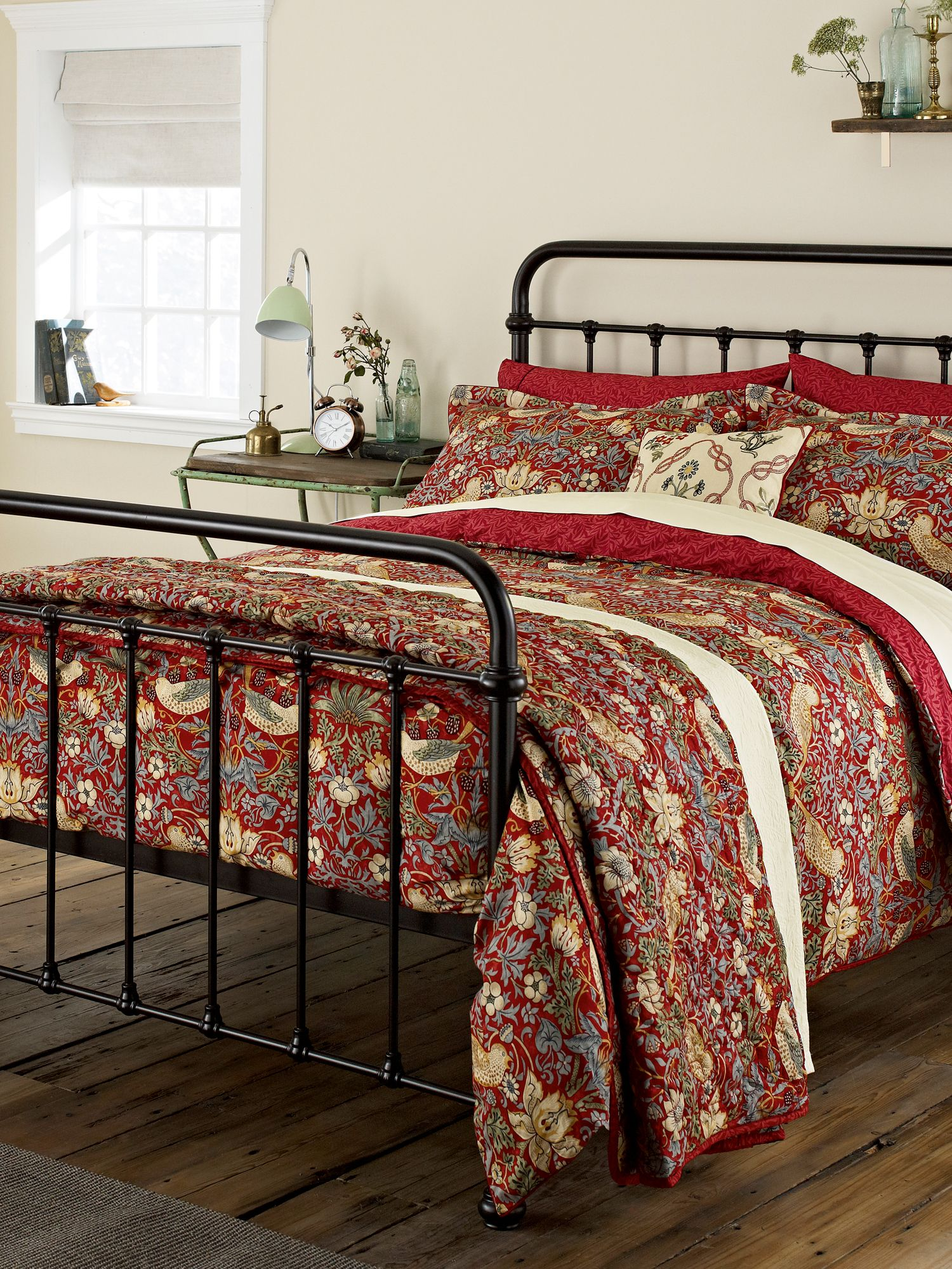 morris co strawberry thief quilted throw crimson. Black Bedroom Furniture Sets. Home Design Ideas