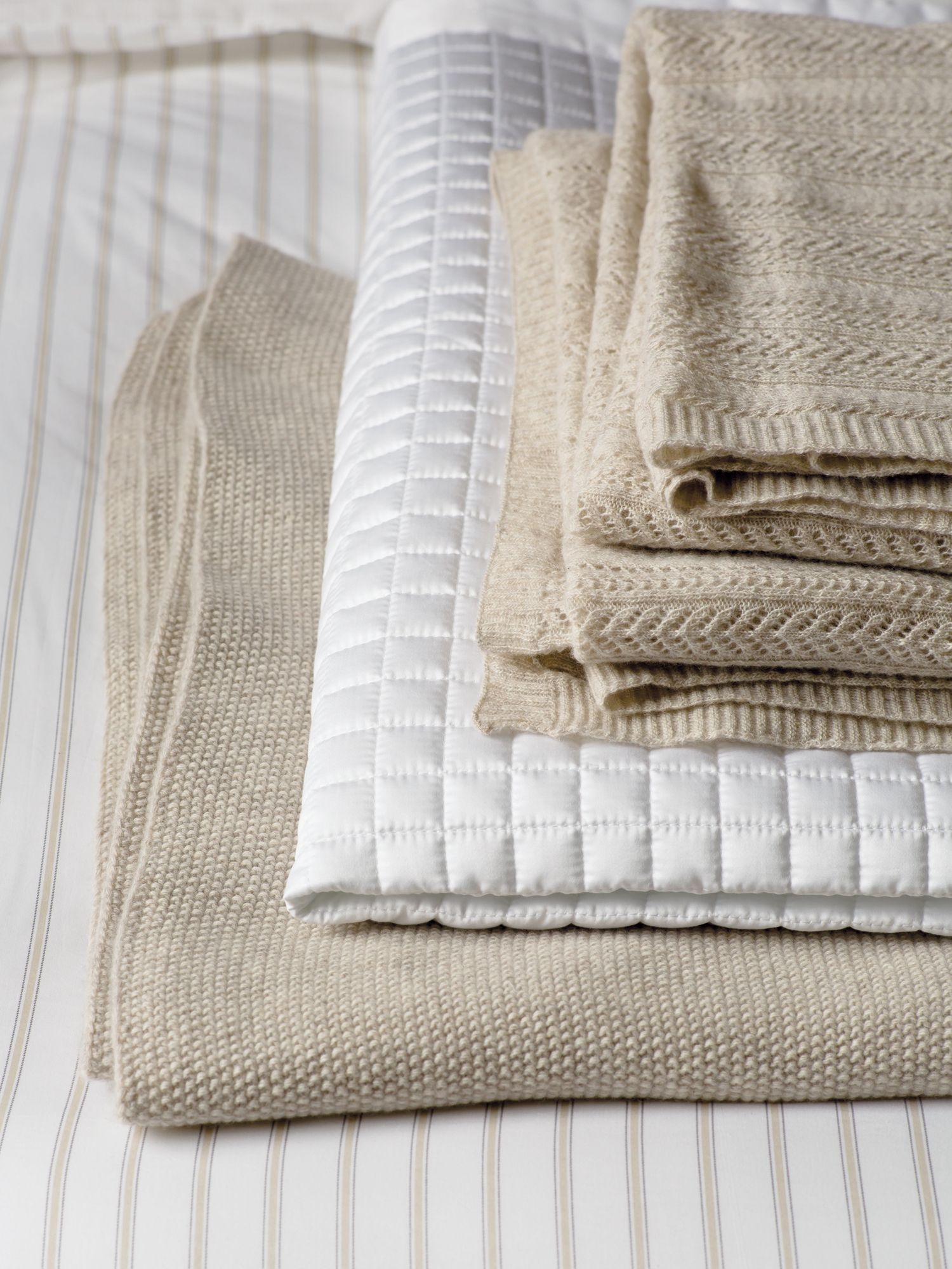 Fable Fable Merle throw 265x260cm white