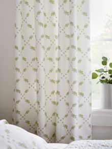 Betsy curtain 66x72 in apple