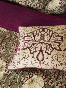Morris & Co Pimpernel cushion 40X40cm aubergine
