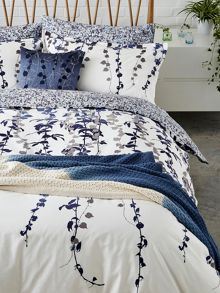 Clarissa Hulse Boston Ivy knitted throw 150X200cm indigo