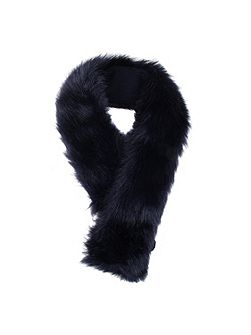 Women`s faux fur collar
