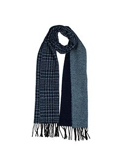 Women`s dogtooth scarf