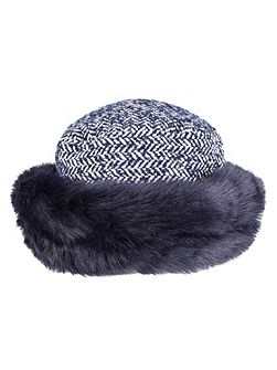 Women`s tweed hat with faux fur brim