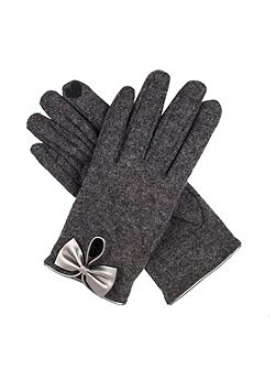 Women`s touchscreen wool gloves