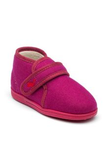 Chipmunks Girls Emme pink slipper.