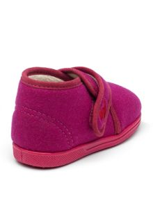Girls Emme pink slipper.