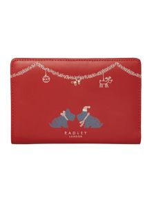 A christmas kiss red medium zip around purse