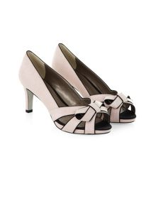 Piped Bow Shoe