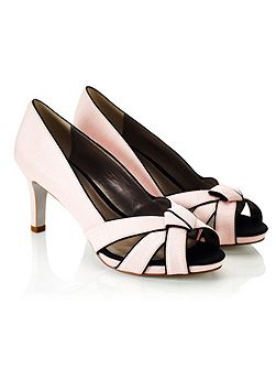 Piped Knot Platform Shoe