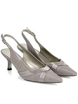 Double Pleat Point Shoe