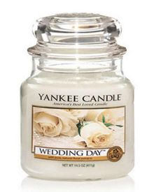 Yankee Candle Medium wedding day housewamer candle