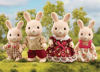 4632 Champagne Rabbit Family