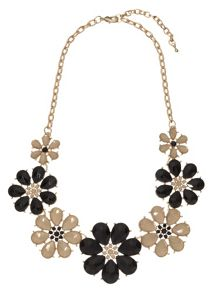 Mia flower necklace