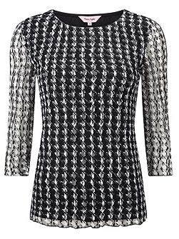 Dogtooth lace top