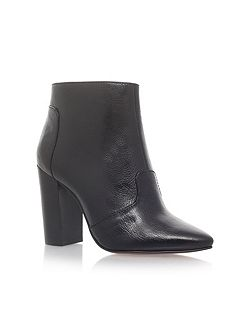 Hyra high heel ankle boots