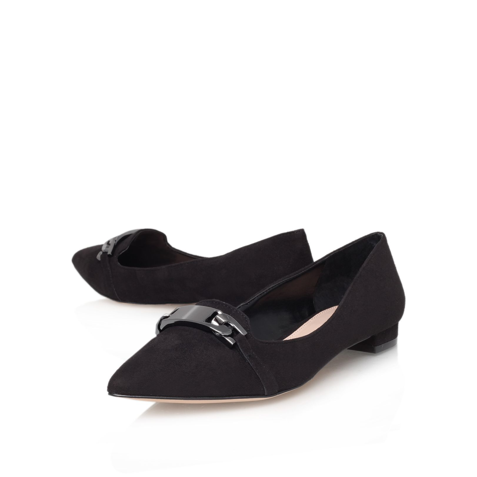 Linked flat court shoes