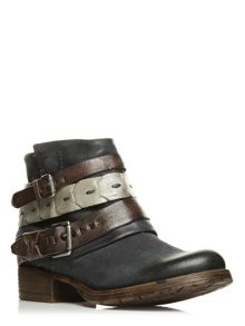 Moda in Pelle Avino low casual short boots