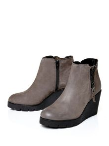 Moda in Pelle Barella high casual short boots