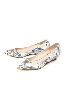 Moda in Pelle Geonna point toe court shoes