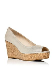 Moda in Pelle Guenda wedged court shoes