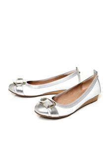 Moda in Pelle Edinas elasticated top trim ballerina shoes