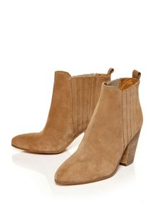 Moda in Pelle Carino heeled ankle boots
