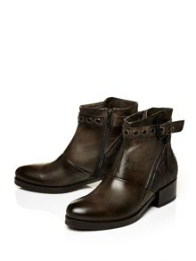 Moda in Pelle Unabated ankle boots