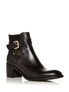 Moda in Pelle Aronas medium smart short boots
