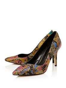 Moda in Pelle Carloni court shoes
