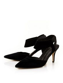 Moda in Pelle Carmona court shoes