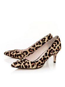 Moda in Pelle Cambree court heels